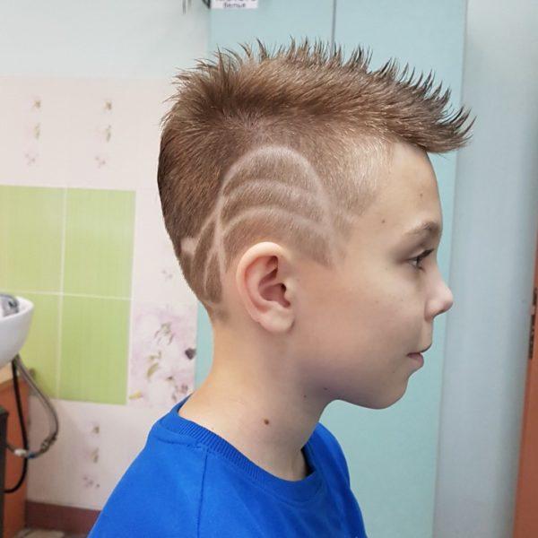 Стрижка для мальчика с узором в Минке